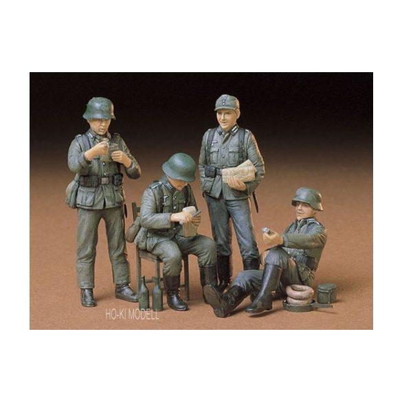 Tamiya 35129 German Soldiers at Rest