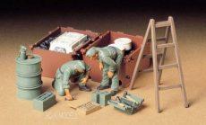 Tamiya 35180  German Tank Engine Maintenance Crew Set