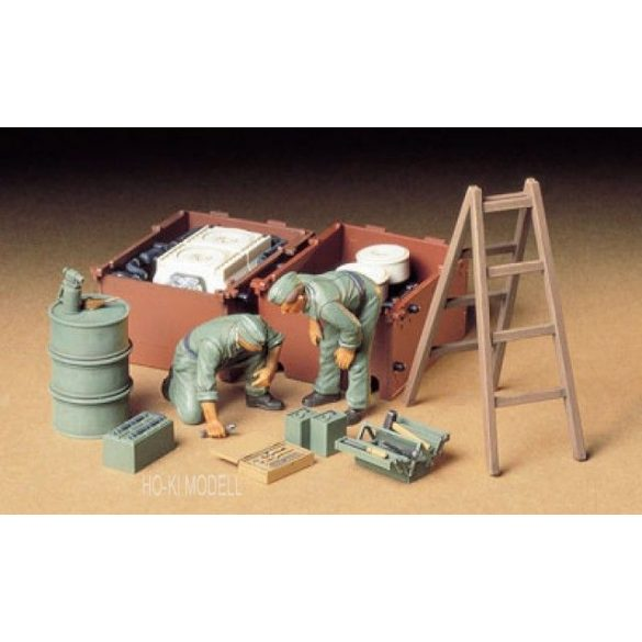 Tamiya 35180  German Tank Engine Maintenance Crew Set