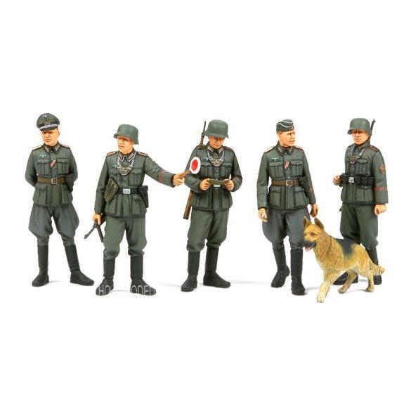 Tamiya 35320  WWII German Field Military Police Set