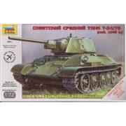 Zvezda 5001  Soviet Medium Tank T-34/76 (mod. 1943)